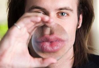 Ի՞նչ են պատմում տղամարդու շրթունքները